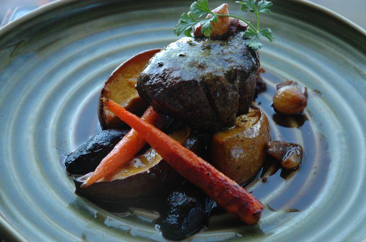 オークレイランチ和牛ビーフ トリュフ風味のカフェ・ド・パリバター 野菜のグリル スモーキーベーコンソース