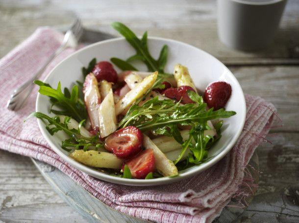 Unser beliebtes Rezept für Spargel-Erdbeersalat und mehr als 55.000 weitere kostenlose Rezepte auf LECKER.de.