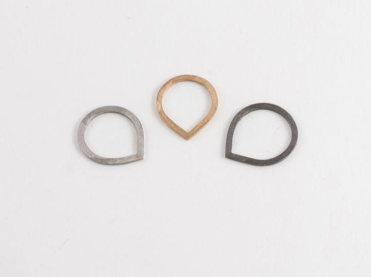 'Drop' silver rings by Zsófia Magyary Zosha http://www.magma.hu/muveszek.php?id=82