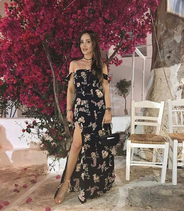 Instagram media by marina_official - Mykonos I already miss youMiłego wieczoru  #mykonos #flowers #bohogypsy #bohostyle #chloe #chloebag #chloegirls #boho #greece #greekstyle #nilebag #chloenile #romanticstyle #ootd #summerstyle #chic
