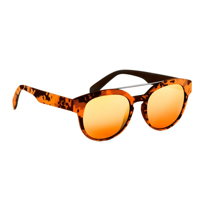 Il tema del camouflage,si ispira al mondo della tecnologia digitale degli anni 80. Quell'universo a 8 bit che richiama la grafica, semplice ma affascinante, che caratterizzava alcuni dei videogiochi.   http://www.cheocchiali.com/prodotti/occhiale-da-sole