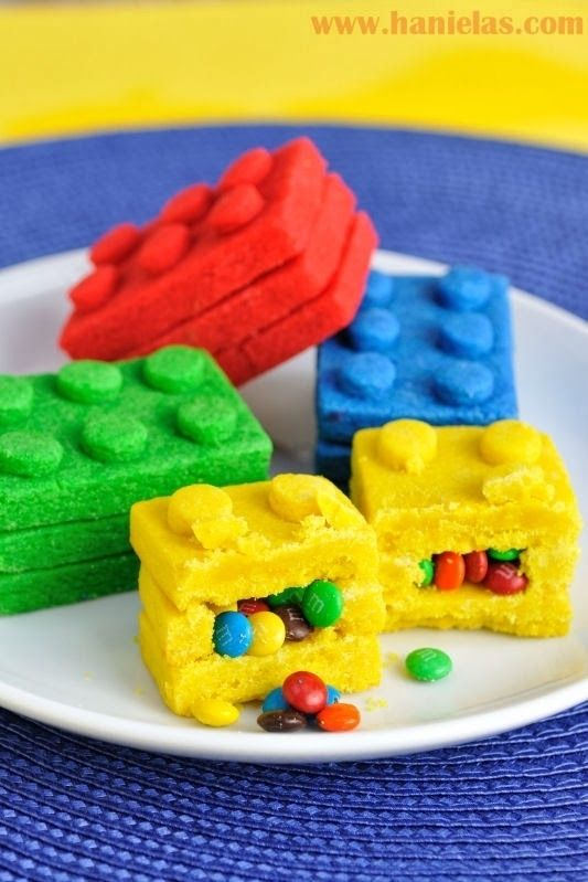 lego brick pinata cookie Party Food ideas. ( Pinned by Kidherostories.com - personalized books for kids)