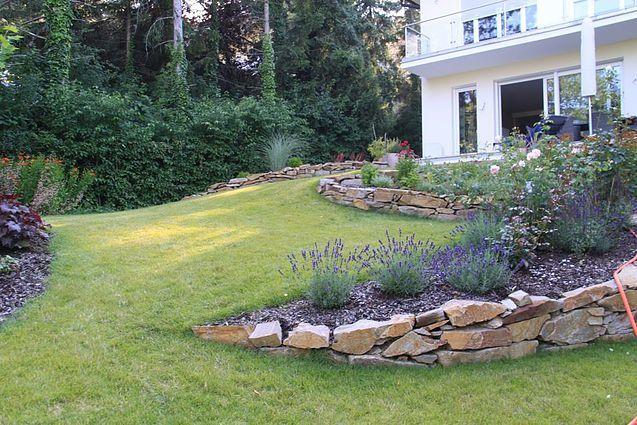 Gartengestaltung Peter Reinisch   Kundengarten in Hanglage