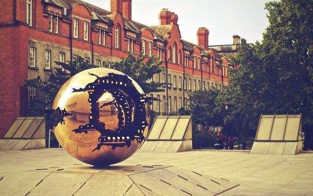 Itinerario di Dublino in quattro giorni: ecco cosa vedere Una guida di viaggio concepita appositamente per chi vuole visitare Dublino ma ha solo quattro giorni a disposizione. L'itinerario è stato creato per permettere al turista di scoprire non solo tutti  #dublino #irlanda #viaggi