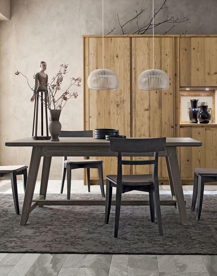Tavolo a capretta di Scandola Mobili. / Slanted leg table by Scandola Mobili.  #Scandola #complementi #accessories