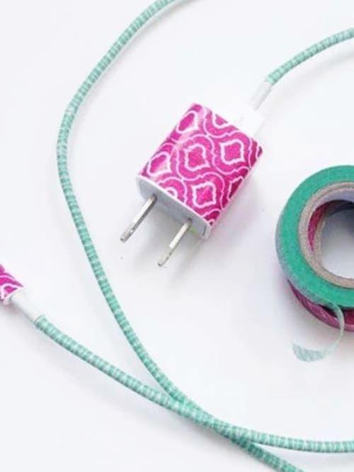 Zu viele Kabel zu Hause sind alles andere als stylisch. Wir verraten euch, wie ihr Kabel dekoriert und den Kabelsalat so zum Deko-Piece umfunktioniert.
