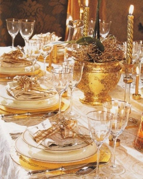 Una decoración navideña puede tener tanto dorado como queramos, puede ser la base sobre la que crear nuestra decoración o el hilo conductor.