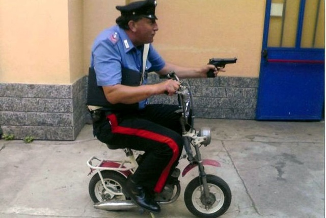 Cheerful Police: On-duty Jokes (Funny Photo)