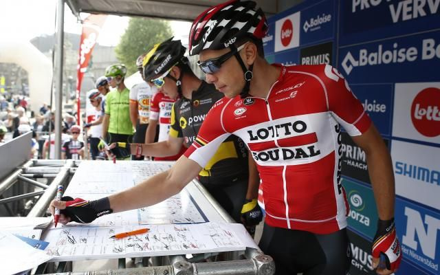 L'état de santé de Stieg Broeckx, percuté par une moto au Tour de Belgique, reste inquiétant: il est dans un coma non-artificiel -                   Lotto-Soudal a confirmé que le jeune cycliste belge souffre de deux hémorragies dans le cerveau et d'une fracture de l'orbite. http://si.rosselcdn.net/sites/default/files/imagecache/flowpublish_preset/2016/05/28/2038570326_B978789152Z.1_20160528211644_000_GB06SVQMH.3-0.jpg - Par http://www.78682hom