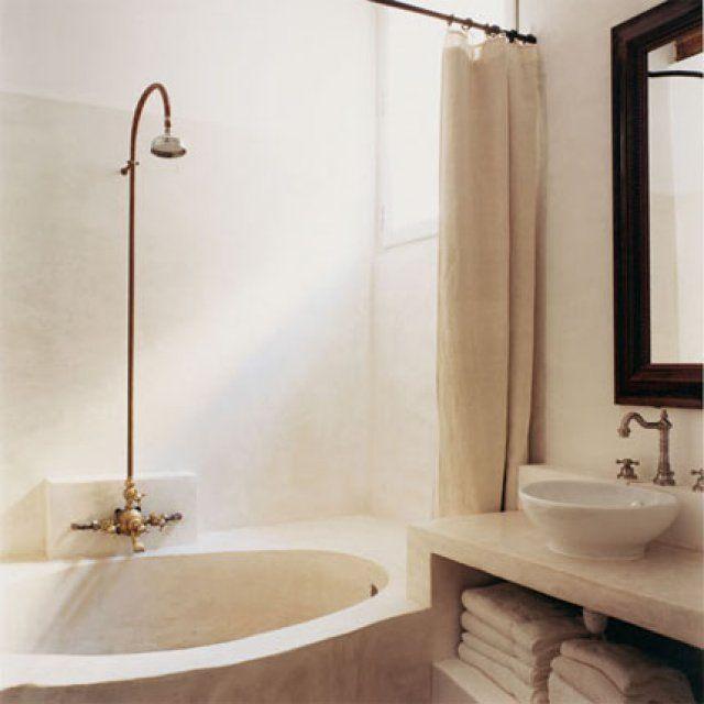 Une salle de bain en béton faite d'un bloc - Marie Claire Maison