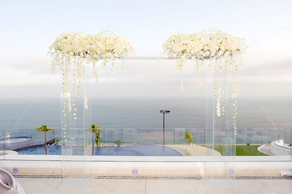 A Modern White Wedding Ceremony: 1000+ Ideas About Wedding Columns On Pinterest