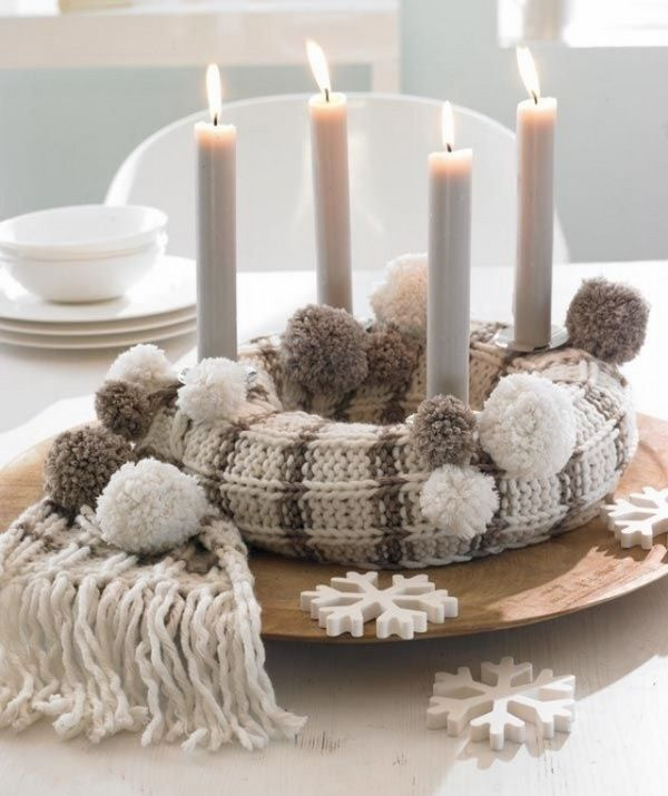 Knitted scarf DIY Advent wreath ideas natural colors white candles