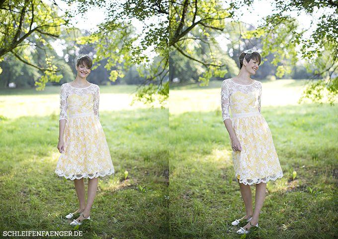 Laura heiratet in gelb im 60s-Stil // Herbsthochzeit bei Leipzig