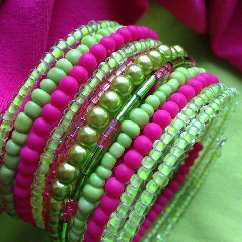 Zelenkavý s růžovou náramek zelená růžová svěží