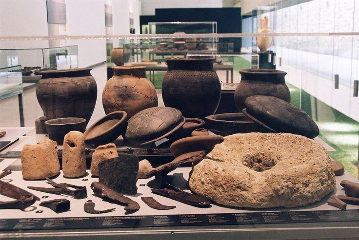 Exposición: En tiempos galos, Aquitania antes de César. Galiarren Aroa, César aurreko Akitania.  Museografía para el Museo San Telmo.