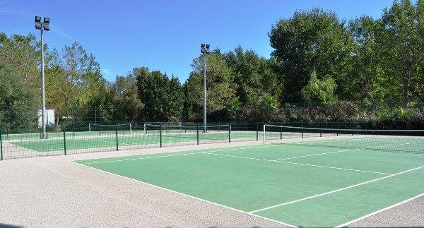 Korty tenisowe we Francji - obozy młodzieżowe