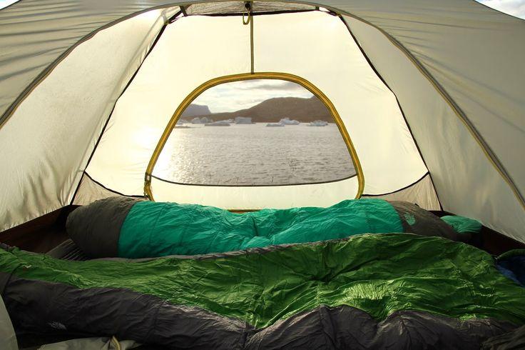 Choveu durante toda a noite e houve momentos em que o vento soprou bastante forte. Quando acordamos a chuva não cessou e por isso resolvemos arrumar tudo o que tínhamos dentro da tenda e colocar as coisas no abrigo. Durante a manhã passamos o tempo a colocar a bagagem em sacos-plásticos, prevendo que o dia …