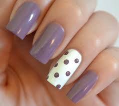 точки на ногтях
