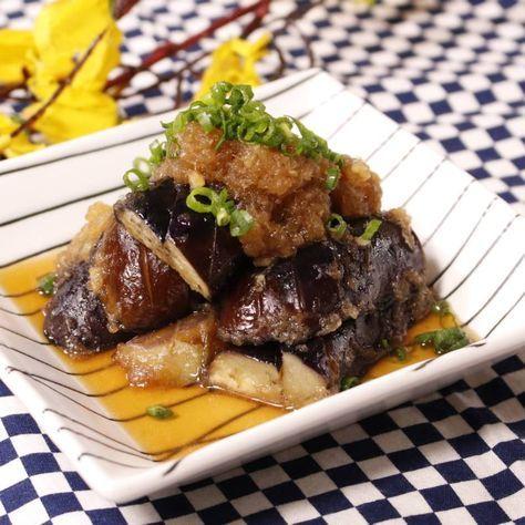 「めんつゆで簡単!ナスの煮浸し」の作り方を簡単で分かりやすい料理動画で紹介しています。食卓の主役にも!副菜にも! 刻んでお豆腐に乗せても美味しいですし、うどんやおそばのトッピングにしても美味しい一品! そのままでもアレンジしても使えるナスの煮浸しを、ぜひ今夜の献立に追加してみてはいかがでしょうか!