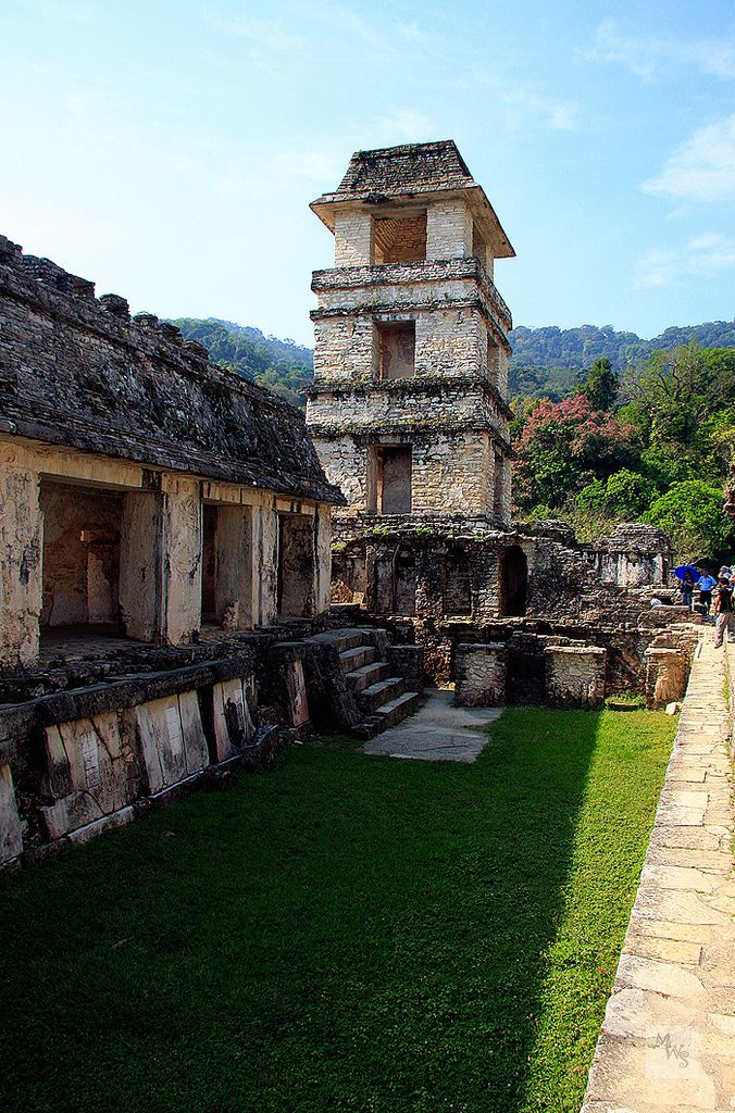 Palace tower, Mayan site of Palenque, Mexico | por Mikey Stephens