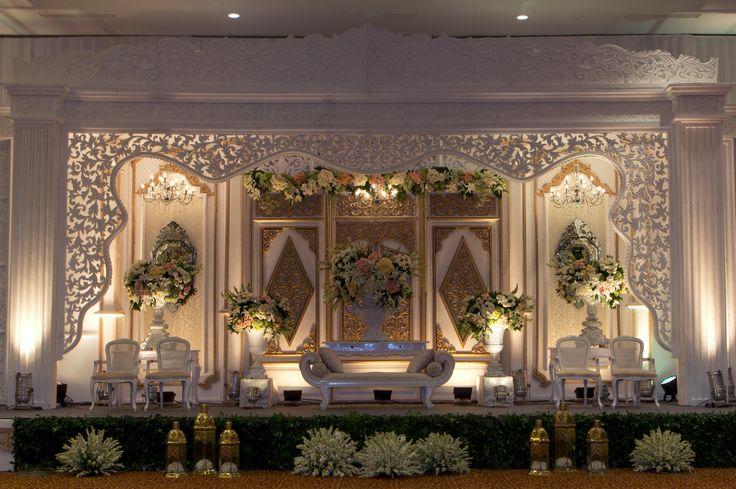 #mawarprada #dekorasi #pernikahan #pelaminan #wedding #decoration #romantic #jawa #elegant #jakarta more info: T.0817 015 0406 E. info@mawarprada.com www.mawarprada.com
