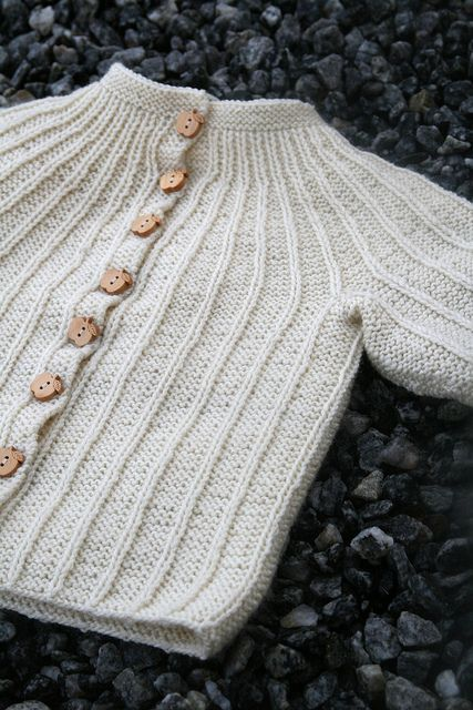 Free Norwegian baby sweater pattern | CraftIdeaPin.com