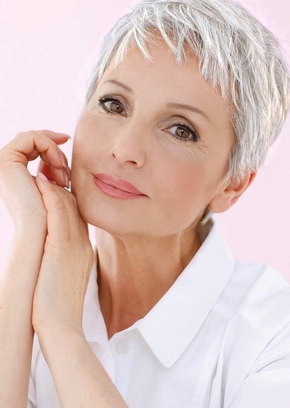 Les 101 meilleures images du tableau grey hair sur pinterest cheveux gris cheveux blancs et - Coupe courte cheveux blancs ...