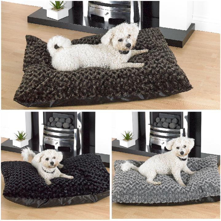 Washable Rose Fur Large Dog Beds With Anti Slip Base In