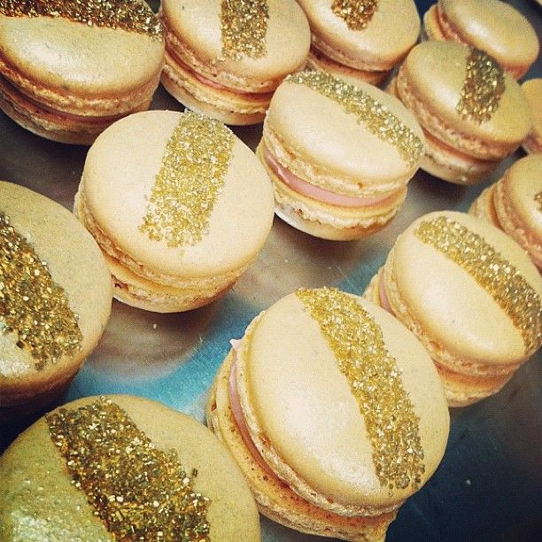 Gold striped macarons from Sweet and Saucy ShopWedding Desserts, Wedding Deserts, French Macaroons, Stripes Macarons, French Macarons, Gold Wedding, Gold Stripes, Desserts Tables, Saucy Shops
