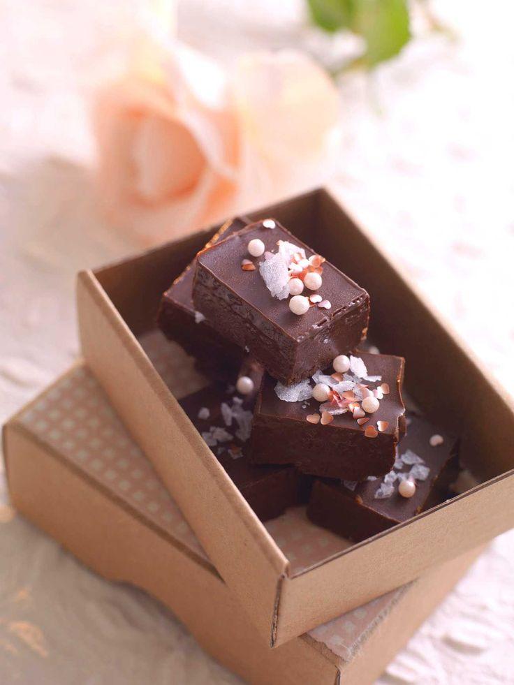 Trøfler med honning, mørk sjokolade og rosmarin. Oppskriften ble laget av Gali Berge i forbindelse med en konkurranse av TINE og KK.