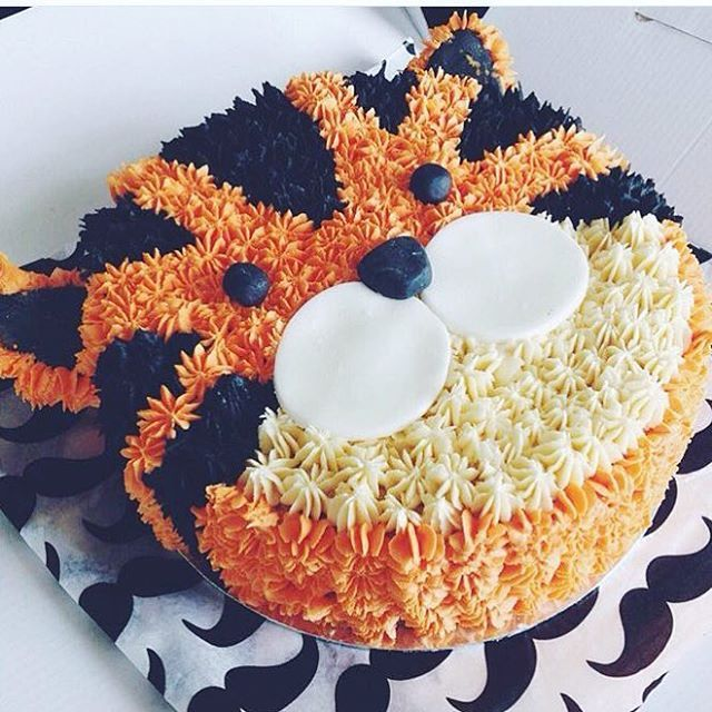 We can't get over how amazing this tiger cake is! Can we get it for our birthday?:eyes::tiger: