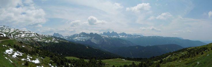 """Ausblick bei der Familienwanderung """"WoodyWalk"""" hoch über Brixen."""