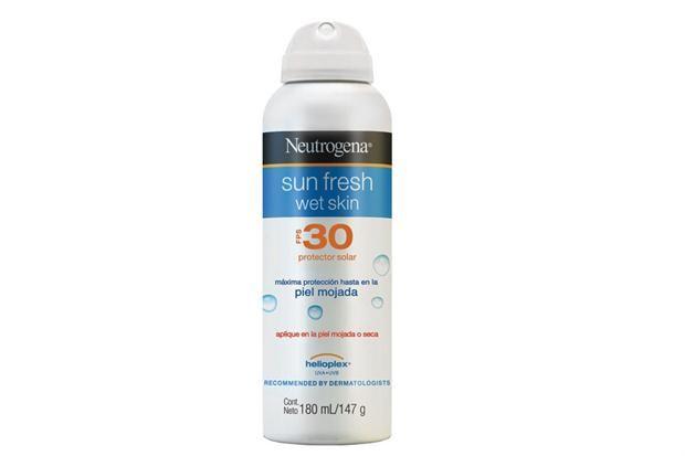 Kit de playa para combatir al sol  Aerosol Sun Fresh Wet Skin, FPS 30 (Neutrogena, $177).