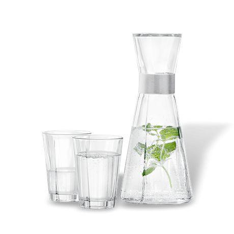Komplet karafka + 2 szklanki - GRAND CRU od ROSENDAHL. Designed by Erik Bagger. Sposób na elegancki prezent. Dobrze komponuje się z akcesoriami ze stali #forhome #forkitchen #water #carafe #dladomu #designforhome #homeaccessories #dizajn #decosalon www.decosalon.pl