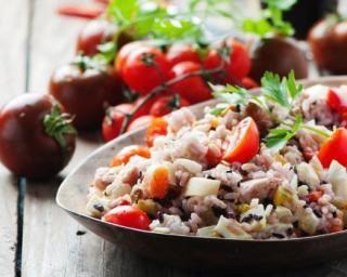 Salade de riz légère thon et tomates à l'italienne