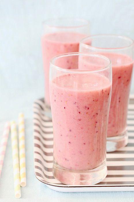 thecatspyjamasclub / berry smoothie