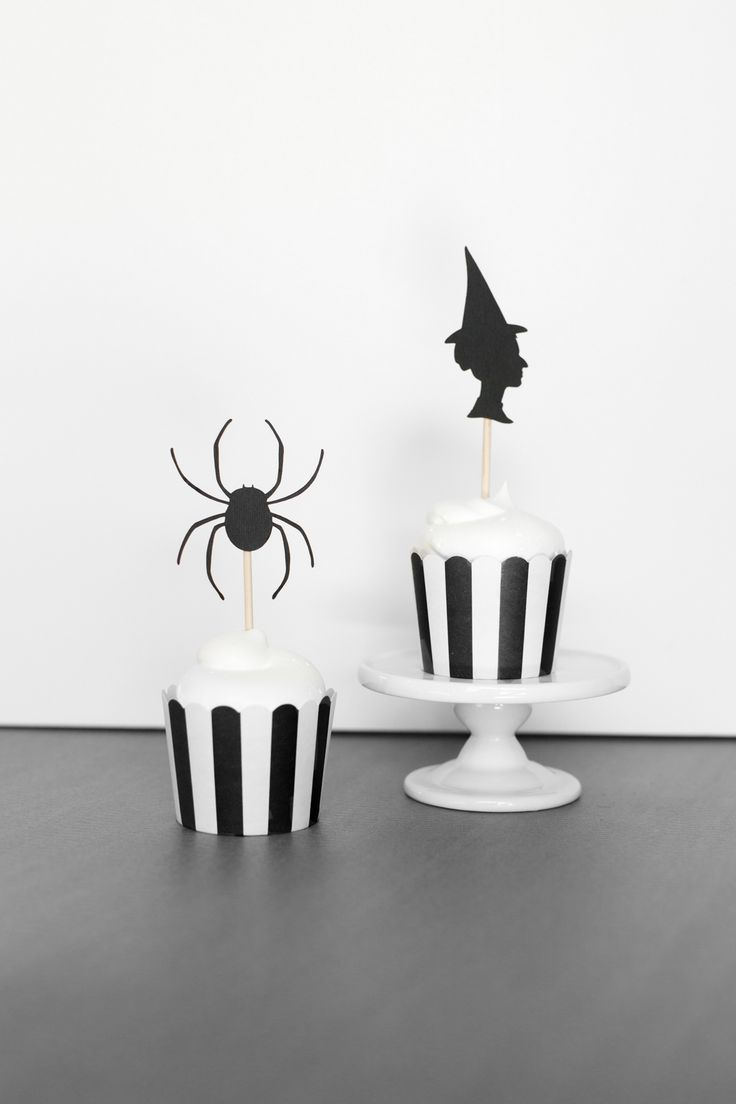 Halloween Witch and Spider Cupcake Toppers! Aren't these darling? We partnered with Cricut to bring you these adorable toppers! They're the perfect reason  to make some yummy Halloween cupcakes! See more on The TomKat Studio here: http://www.thetomkatstudio.com/2016/10/halloweencupcaketoppers