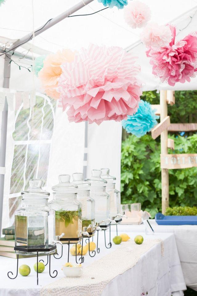 #lampion #limonade #spa #bruiloft #trouwen #trouwdag #huwelijk #inspiratie #idee #real #wedding #lemonade #inspiration Trouwen in Wijdewormer in een kleurrijke tuin | Photography: Moderne Bruidsfotograaf | ThePerfectWedding.nl