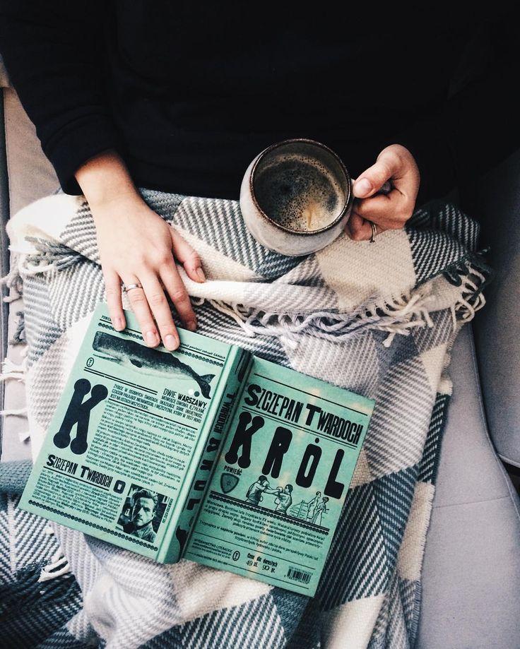 slow day.  #booklove #book #books #czytam #książka #książki #szczepantwardoch #król #blanket #koc #sofa #holdthemoments #livethelittlethings #theeverydayproject #livefullyalive #slowlife #theartofslowliving #nothingisordinary #verilymoment #seekthesimplicity #littlestoriesofmylife #coffeeandseasons #coffeelover #coffeetime #coffeelove #coffeeshots #read #reading #bookish #bibliophile