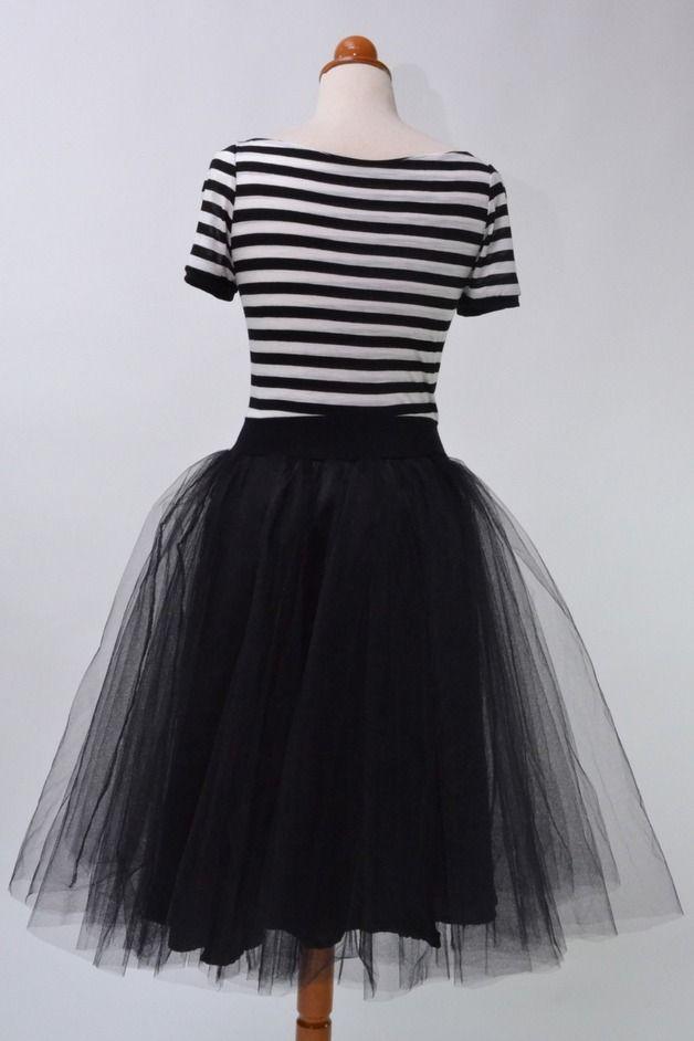 Cocktailkleider - Schwarz-weiß gestreiftes Kleid // Schwarzer Tüll - ein Designerstück von Chrystalshop bei DaWanda