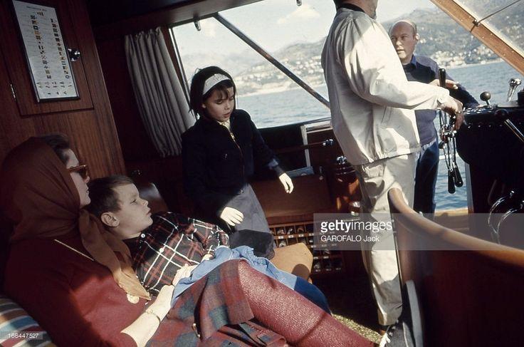 Rendezvous With Prince Rainier Iii Of Monaco With Family. La princesse GRACE en compagnie de ses enfants la princesse CAROLINE et le prince ALBERT à bord du quatrième yacht du prince RAINIER à la barre (on ne voit pas son visage) appelé le 'Carostefal' du nom des trois enfants (Caroline, Stéphanie, Albert).