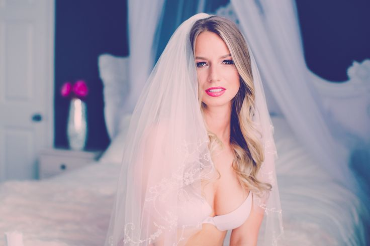 Gorgeous Bridal Boudoir Photography, Schaumburg Illinois Photo Studio, Chicago Boudoir Photography, Bride, Grooms Gift