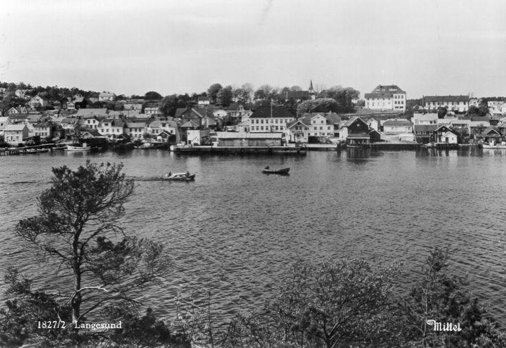 Telemark fylke Bamble kommune Langesund med del av byen. Utg Mittet