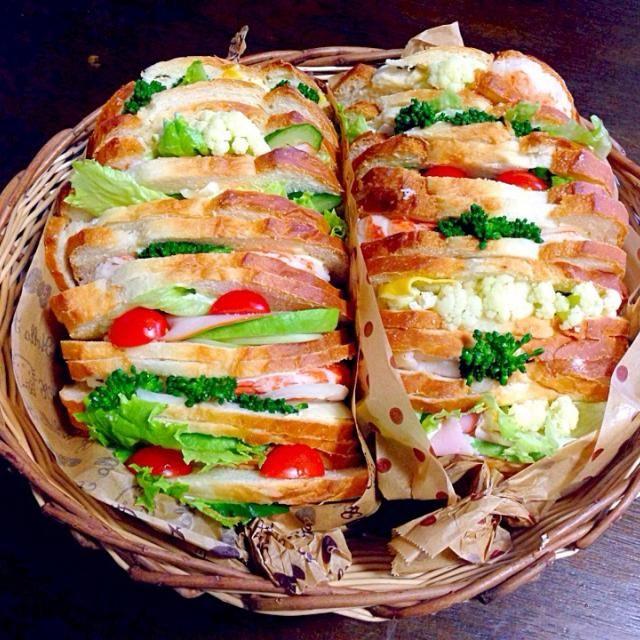 くららが送ってくれたパンでサンドイッチ作ったよー*\(^o^)/* ふわふわパンに海老アボカド玉子にハムいろいろ挟んで❤️❤️❤️美味しいよ(≧∇≦)たぶんw - 119件のもぐもぐ - くららパンでサンドイッチ(≧∇≦) by 富士子