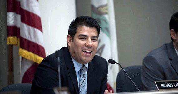 Ciudad de México, 2 de febrero (SinEmbargo).– El Senador latino Ricardo Lara, del Distrito 33 de California, Estados Unidos, presentó este día una resolución en la que solicita a la Cámara Alta de California que se sume a las denuncias internaciones y condenen la desaparición de 43 estudiant