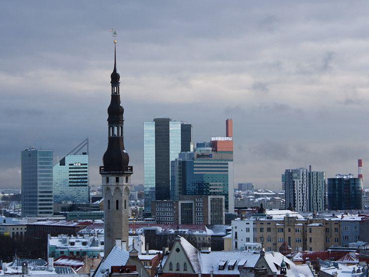 El Banco de la Felicidad de Estonia: un lugar donde las personas pueden ofrecer sus servicios de manera gratuita y también pueden pedir apoyo, mientras esto no involucra dinero o productos.  Vea el sistema filántropo que funciona con éxito a más de 5 años (Inglés): http://www.npr.org/blogs/parallels/2013/07/18/200869850/At-Estonias-Bank-Of-Happiness-Kindness-Is-The-Currency
