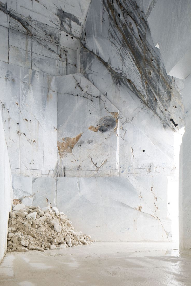 Entrance from the inside. Carrara marble quarry © Frederik Vercruysse