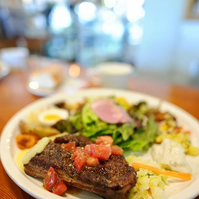 今日から6月🙄 暑い〜💦 もうすぐ梅雨入かな?  今日のランチ♪♪ なんちゃらプレート✨ 好きなメイン選んで、惣菜がたくさん付いて めちゃめちゃ美味しかった🤤 メインはスペアリブを 色んなスパイス効いててまいう〜 * * * * * *#drive #ランチ#彦根 #滋賀県 #滋賀#SHIGA#lunch#cafe #肉 #写真好きな人と繋がりたい  #写真撮ってる人と繋がりたい  #ファインダー越しの私の世界  #instapicture #instadaily #instafood  #instagram #instagood #instalike #instaphoto #Nikon#photography  #単焦点 #Japan_Daytime_View#tokyocameraclub