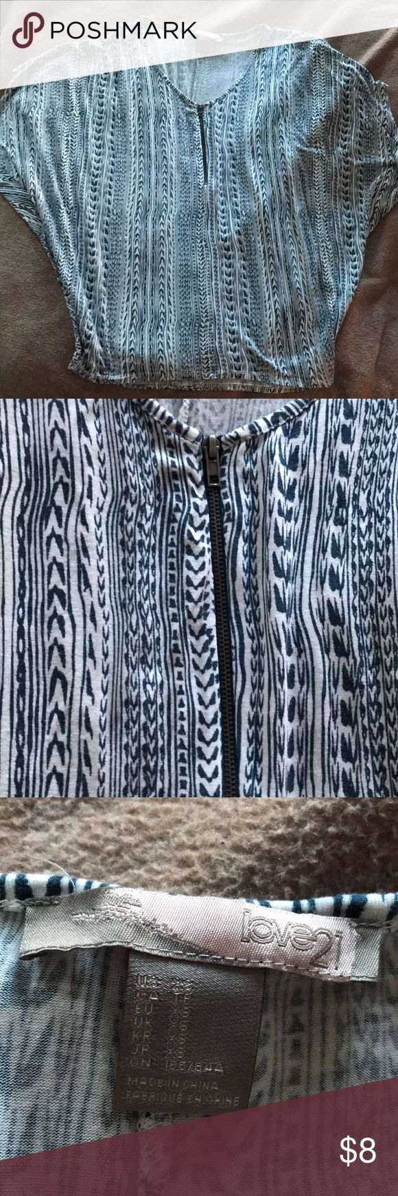 Forever 21/Love 21 Tribal Aztec Batwing Top Blue and white Aztec/Tribal Print. Super comfy and loose. Silver zipper down front. Forever 21 Tops Blouses