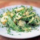 Jamie Oliver: aardappelsalade met avocado en tuinkers recept - Salade - Eten Gerechten - Recepten Vandaag